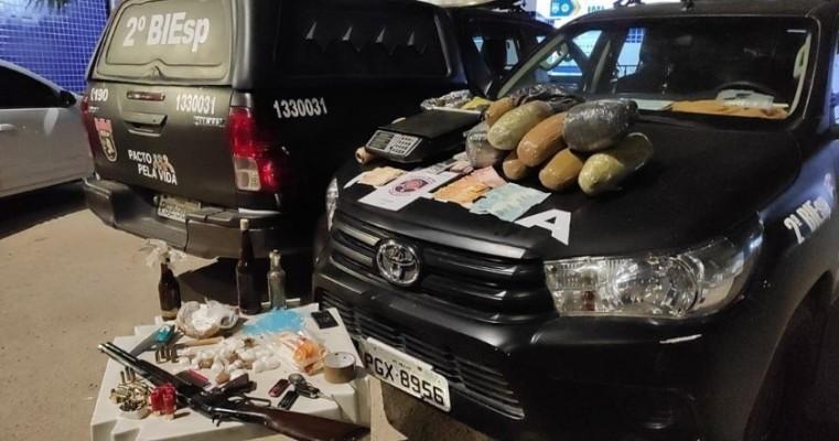Petrolina-PE polícias do 2°BIEsp prendem traficante com drogas e arma e munições em condomínio
