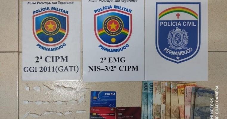Orocó-PE polícias do GATI da 2°CIPM e NIS-3 prende mulher em Flagrante por tráfico de drogas