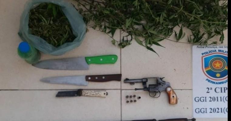 Orocó-PE GATI da 2°CIPM prendem homens em flagrante por tráfico de drogas e posse ilegal de arma de fogo