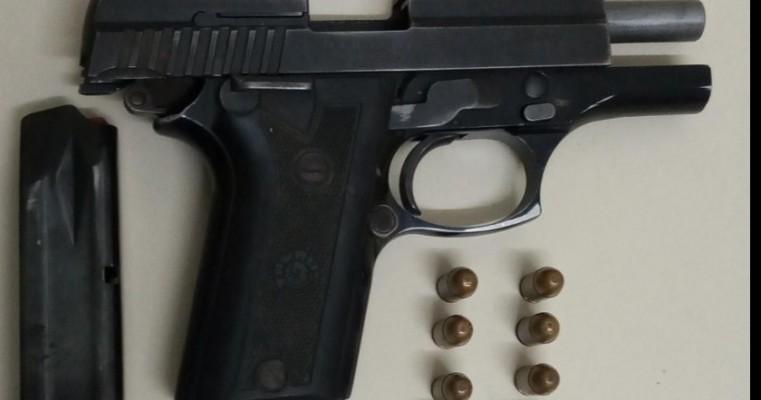 Verdejante: polícias da GT prende homem com uma pistola cal.380 e (8) munições do mesmo calibre