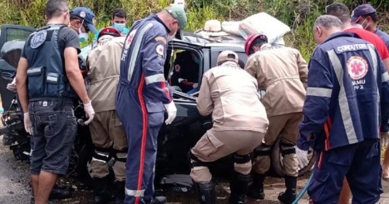 A colisão deixou dois mortos e três feridos, na PE-60, em Ipojuca