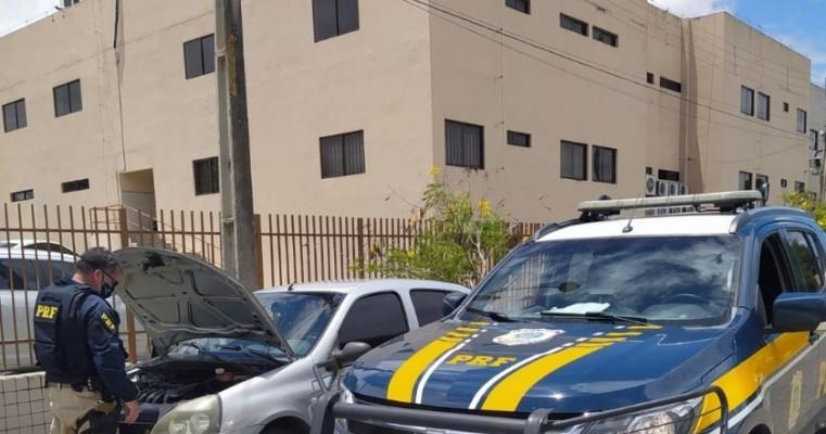 Motorista suspeito de estelionato é preso com carro roubado em Gravatá