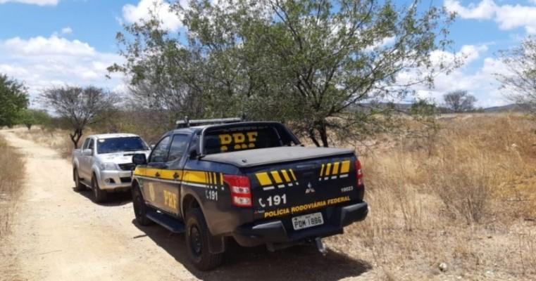 Suspeitos de roubar caminhonete de luxo são apreendidos com arma pela PRF em Custódia