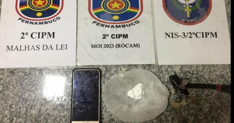 Cabrobó-PE polícias militares da 2°CIPM prende homem em flagrante por tráfico de drogas