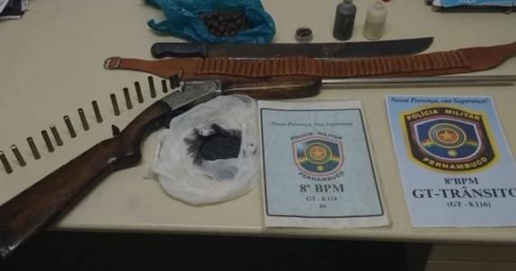 Salgueiro-PE homem é preso por violência domestica e posse de arma de fogo no Santo Antônio