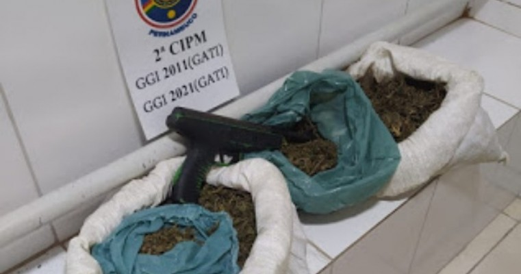 Após arrumar confusão, indivíduo é preso pelo GATI por tráfico de drogas em Orocó