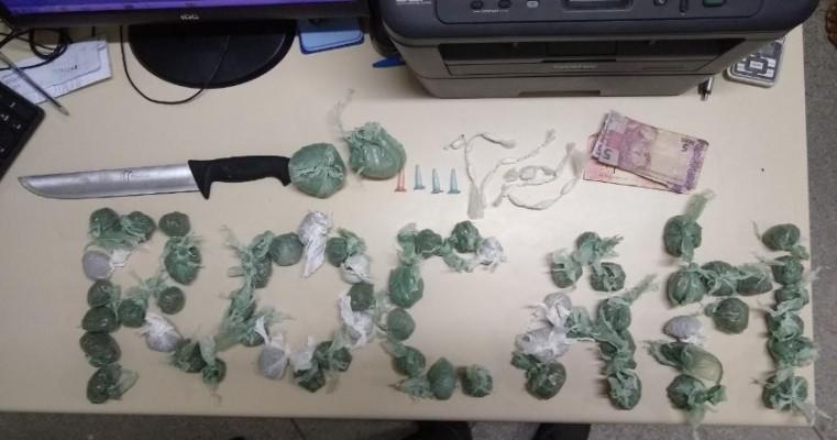 Salgueiro: Policiais da Rocam prendem homem e um de menor por tráfico de drogas