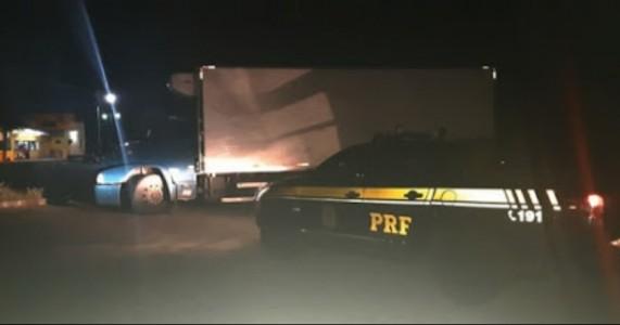 Caminhão carregado com charque roubada é recuperado pela PRF em Sertânia