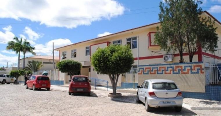 Raphaela Hildita substitui Maysa Angelim na presidência da Autarquia Educacional de Salgueiro