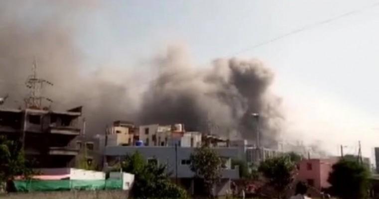 Incêndio atinge prédio de fabricante de vacinas na Índia