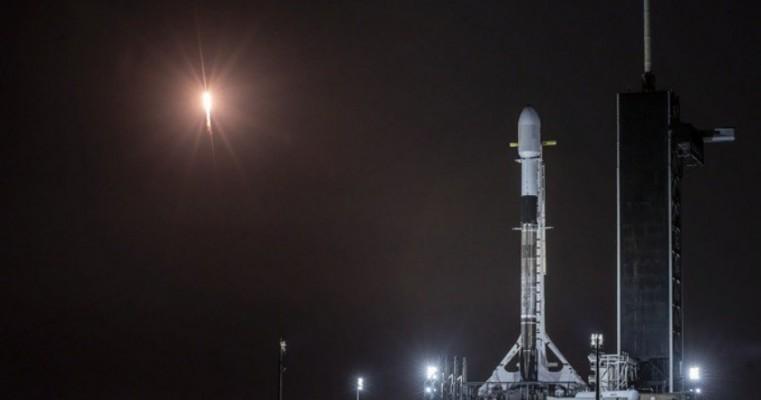 SpaceX põe em órbita 60 satélites e lançará outros 60 na sexta-feira
