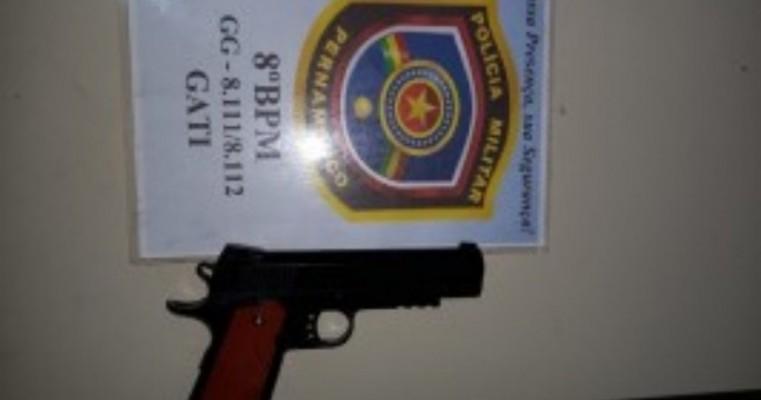 Salgueiro:homem é preso portando um simulacro de arma de fogo em um bar
