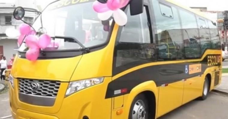 Secretaria de Educação de Serra Talhada recebe dois ônibus escolares adaptados a cadeirantes