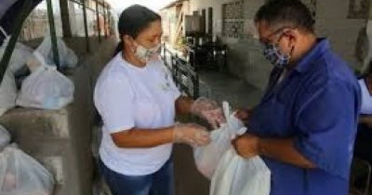 Afogados da Ingazeira dá continuidade à distribuição de cestas básicas para alunos da Rede Municipal de Ensino