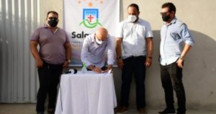 Prefeitura de Salgueiro vai calçar ruas em Umãs com recursos destinados por Gonzaga Patriota