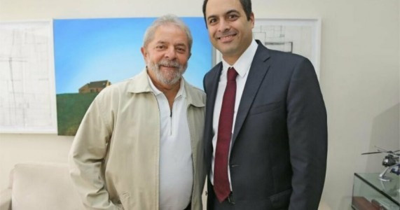 Paulo Câmara posta mensagem comemorando anulação de sentença de Lula