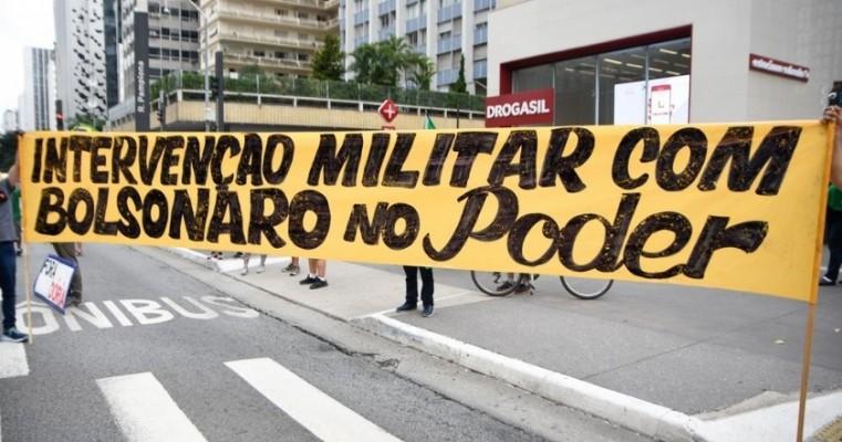 Protestos a favor de Bolsonaro têm manifestantes sem máscara e carreatas