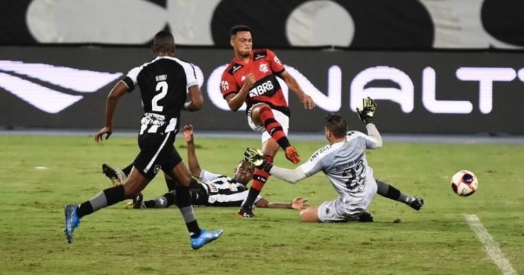 Artilheiro do Carioca Rodrigo Muniz comemora boa fase de olho na concorrência do Flamengo Estou com os melhores do Brasil