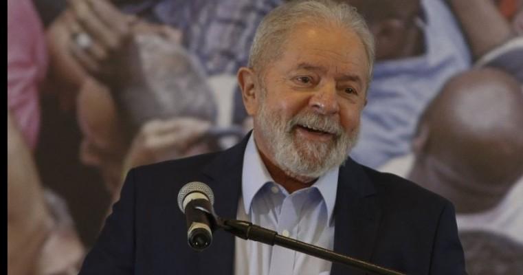 Lula chora ao falar em 'limpar o nome da família'