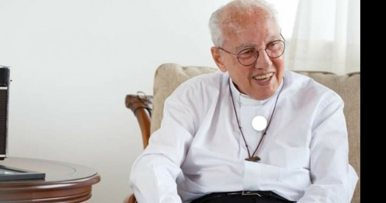 NOTA IMPORTANTE  Monsenhor Jonas Abib passa bem após cateterismo