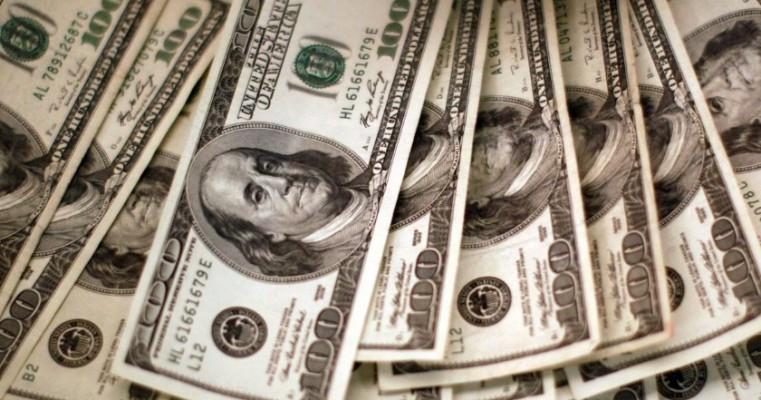 Dólar cai para R$ 5,22 e fecha no menor valor em quase quatro meses