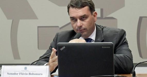 Defesa de Flávio Bolsonaro pede ao STF arquivamento do caso das rachadinhas