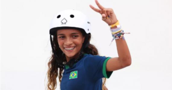 Aos 13 anos, skatista Rayssa Leal conquista prata nas olimpíadas e faz história
