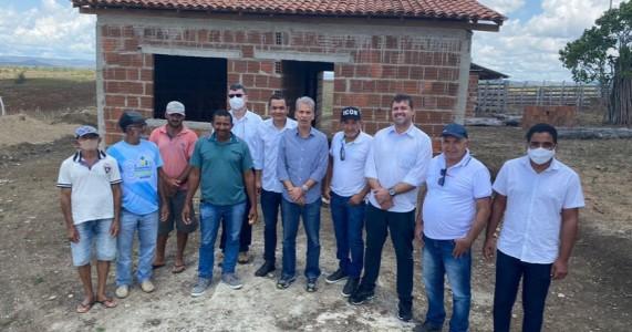 Coronel Alberto Feitosa visita obras do Incra, em passira