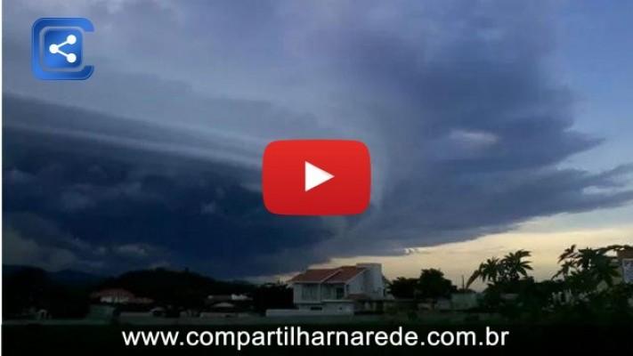 Nuvem assusta população em Barra Velha - SC