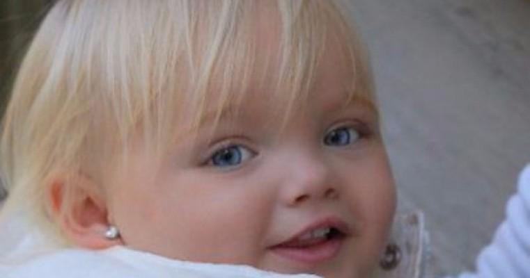 Esta menina parece uma boneca, e está fazendo muito sucesso pelo mundo