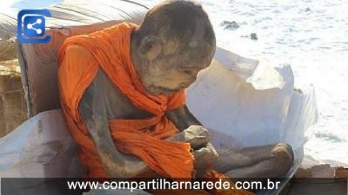 Uma múmia de 200 anos na Mongólia parecia está vivo.