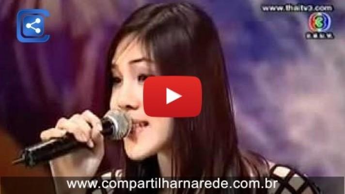 Cantora surpreende jurados com uma voz jamais ouvida no mundo.