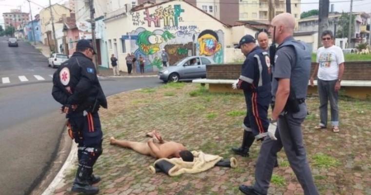 Homem é preso por correr pelado no meio da rua