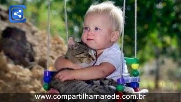 21 fotos que provam que crianças precisam de animais de estimação. As duas últimas são as melhores!