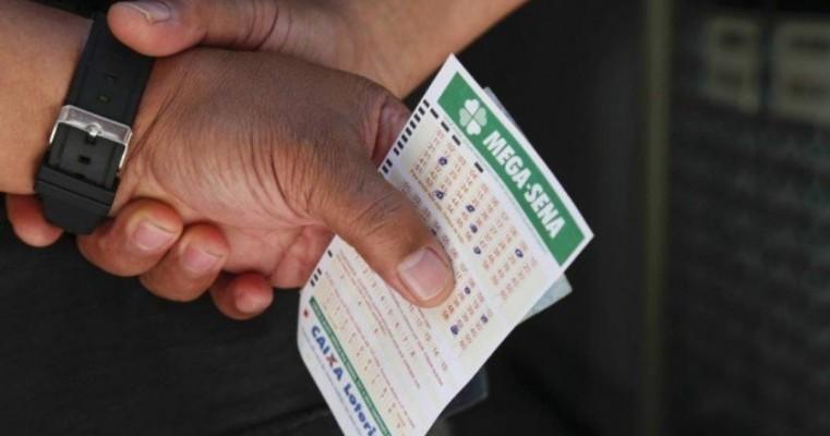 Mega-Sena acumula e pode pagar R$ 56 milhões na quarta-feira