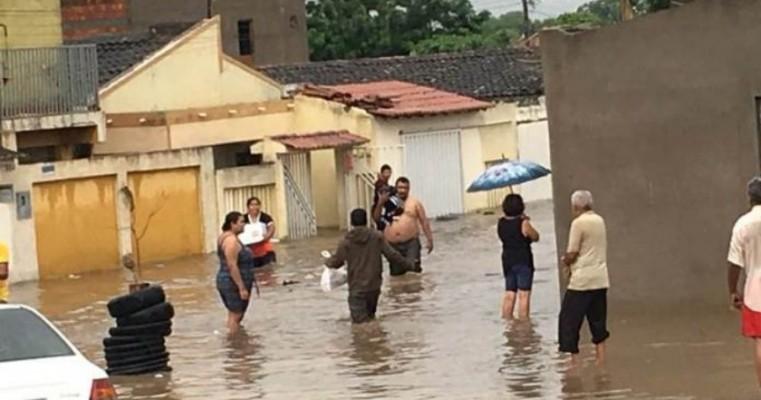 Delegacias da Polícia Civil em Petrolina, Afrânio e Dormentes reforçam campanha em prol de desabrigados pelas chuvas em Bodocó
