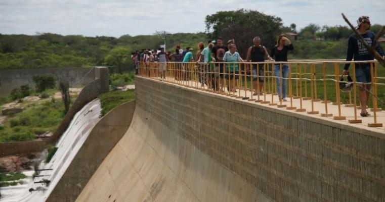 Barragem de Brotas, em Afogados da Ingazeira, vira área de lazer