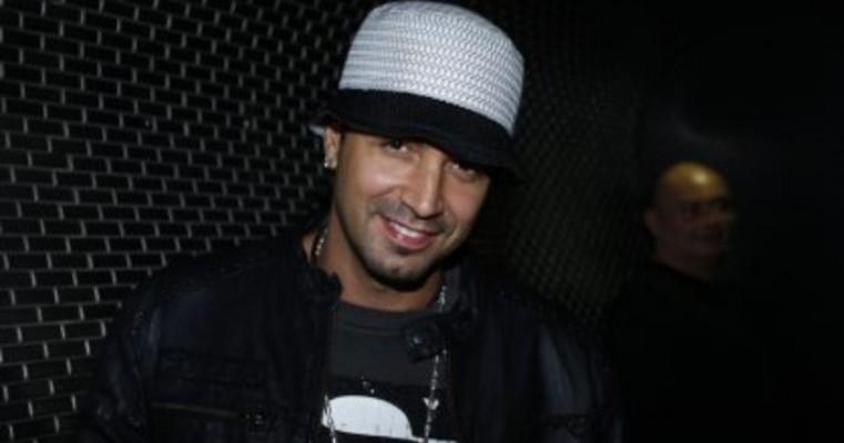 Latino é acusado de não pagar músicos